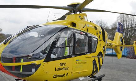 Feuerwehrmann mit Hubschrauber in Klinik geflogen