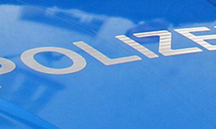 Polizei sucht silbernes Auto