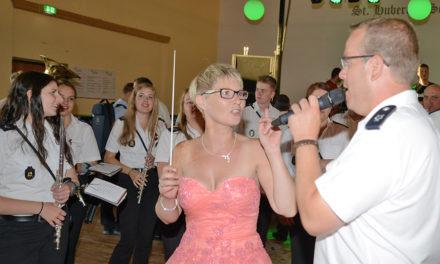 Beckumer feiern mit Sandra Beckmann die Königin der Herzen
