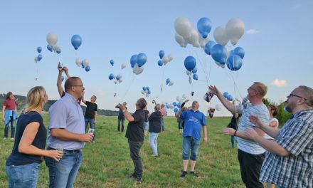 Große Einstimmungs-Party: Königspaar Grevener schickt 200 Luftballons zum Schützenfest in Affeln