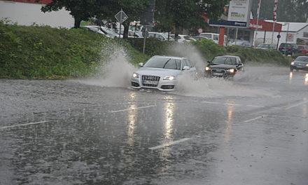 Land unter in Balve: Starkregen sorgt für Schwerstarbeit bei Feuerwehr