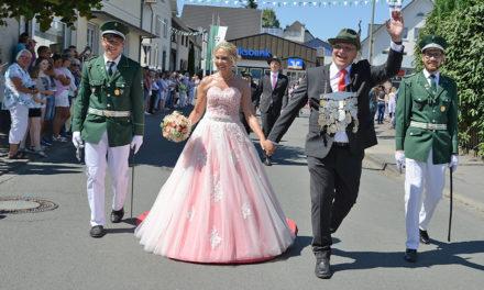 Grandioser Festzug und strahlendes Königspaar Grevener faszinieren hunderte Besucher