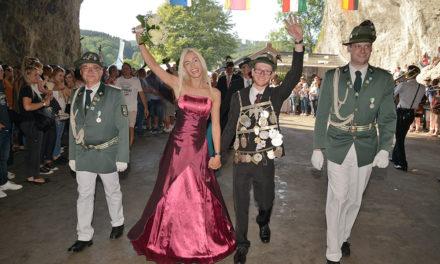 Sympathisches Königspaar setzt Glanzlichter im Schützenfest-Finale