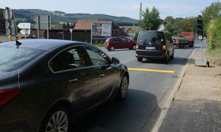 KOMMENTAR: Verkehrs-Chaos – Hilft nur noch ein Kniefall vor Landrat Gemke?