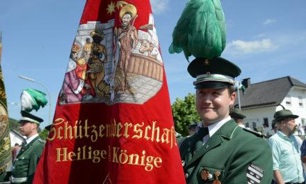 Garbecker Schützen starten mit strahlendem Sonnenschein ins Schützenfest