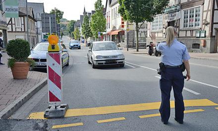 Ampeln streiken – Polizisten regeln Verkehr in der City