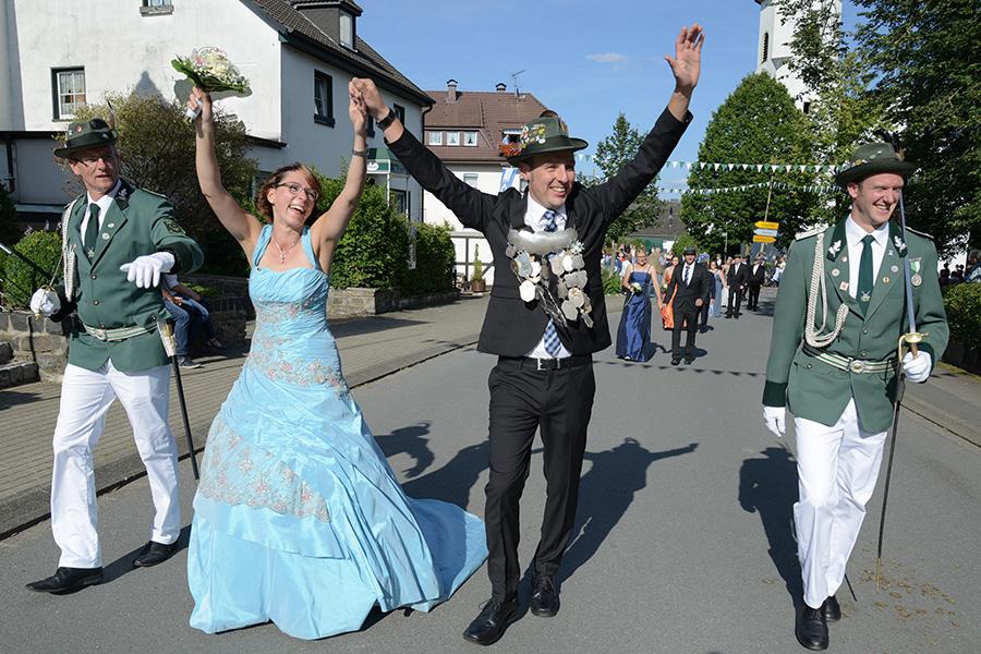 Schützenfest Mellen: Gelingt es der Sonne am Sonntag die tolle Königin Lea zu überstrahlen?