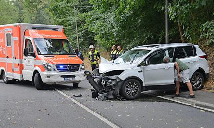 Spektakulärer Unfall in Beckum – Zwei Verletzte und 40.000 Euro Sachschaden