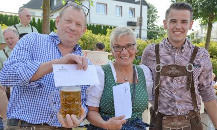 Spannung pur beim Bierkrugstemmen: Metzger schlägt Maler