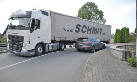 Trucker rammt Audi – L686 total blockiert
