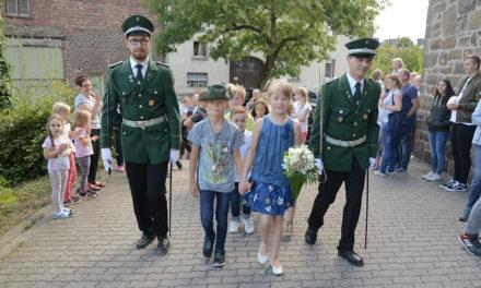 Sehr viel Beifall für das Kinder-Königspaar Jan Bender und Sophie Busche