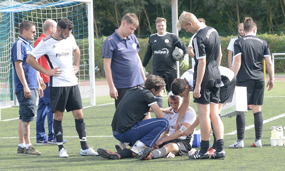 """Sportunfall auf """"Krumpaul"""": Für SG-Torschütze Jan-Philipp Schwalke war das Spiel frühzeitig zu Ende"""