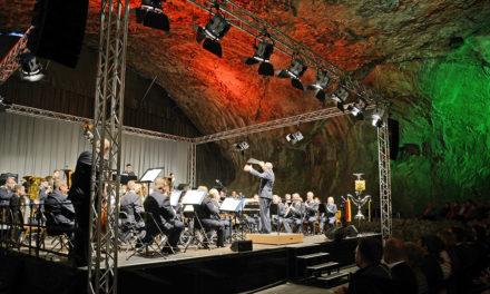 Brillantes Konzert des Luftwaffenmusikkorps Münster in Farbe