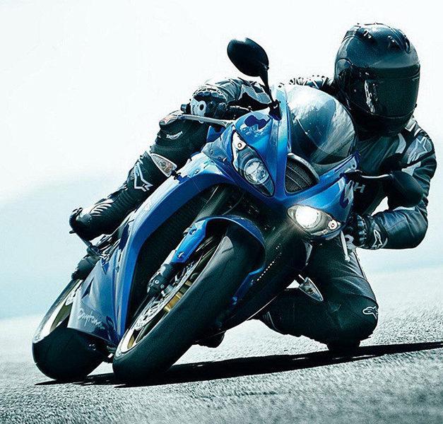 50 km/h erlaubt: Biker rast Polizei mit 109 km/h in die Arme