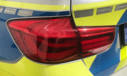 Nach Flucht legt Polizei Autofahrer Handschellen an