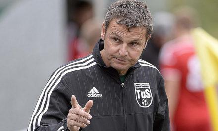 TuS-Coach Mayer gießt trotz 5:0-Sieg Wermutstropfen in den Freudenbecher