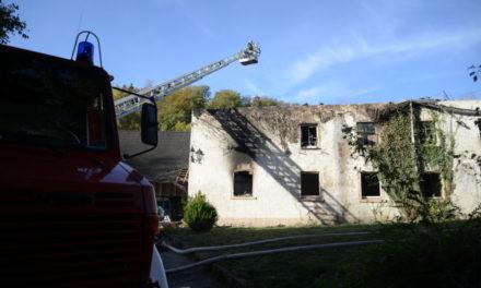 Großbrand Binolen: Feuerwehr beseitigt mit 20.000 Liter auch die letzten Glutnester