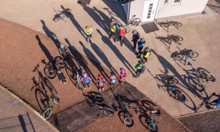 Bikeschule Sauerland freut sich über zwei Rekorde – 2.500 Euro für guten Zweck
