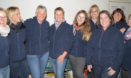 14 neue Fleecejacken für Beckumer Feuerwehr-Frauen