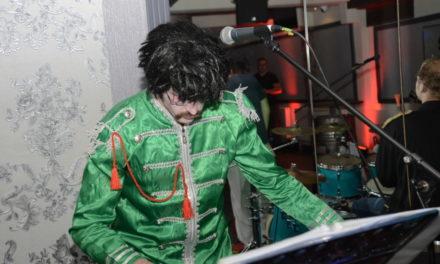 "Tolle Halloween-Fete mit ""John Lennon"" im HDK – in bunten Bildern"