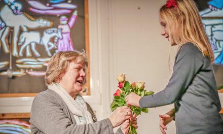 Sehr emotionaler Abschied von Schulsekretärin Karin Schulte
