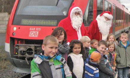 ACHTUNG: Der Weihnachtsmann fährt heute mit der Hönnetalbahn