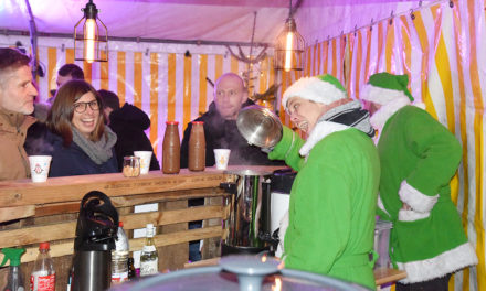 Kaum Besucher beim Start des Balver Weihnachtsmarktes – Am Samstag geht es um 17 Uhr weiter