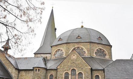 Highlight an Heiligabend: SAL-Chef Tobias Pröpper und Co. strahlen St.-Blasius-Kirche mit wunderschönen Farben an