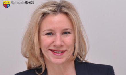 Heerde: Kommissar des niederländischen Königs Willem-Alexander führt neue Bürgermeisterin in ihr Amt ein