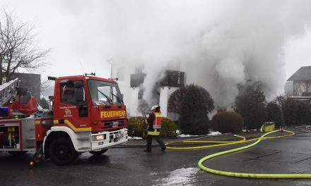 Stadtalarm: Feuerwehr bei Wohnhausbrand in Beckum im Einsatz