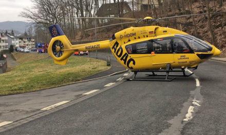 Aus 9 m Höhe von der Leiter gestürzt – Hubschrauber fliegt Schwerverletzten in Klinik