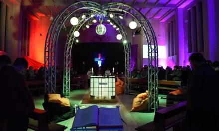 HEUTE ABEND: Beeindruckender Start der JuKi im farbenprächtigen Gotteshaus