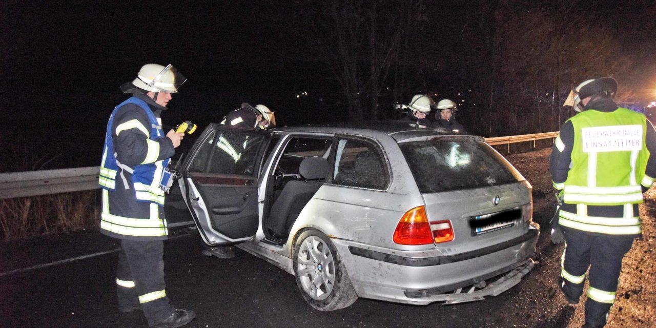 Nächtlicher Einsatz für Feuerwehr und Polizei auf B 229 in Balve