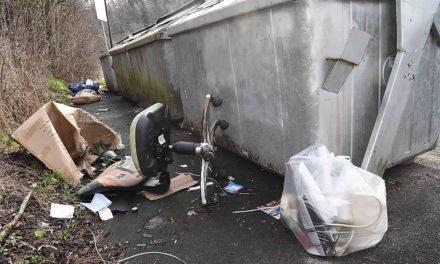 """""""Das ist der Wahnsinn"""": Stadtkämmerer Karthaus wütend über illegale Müllentsorgung in Balve-Süd"""