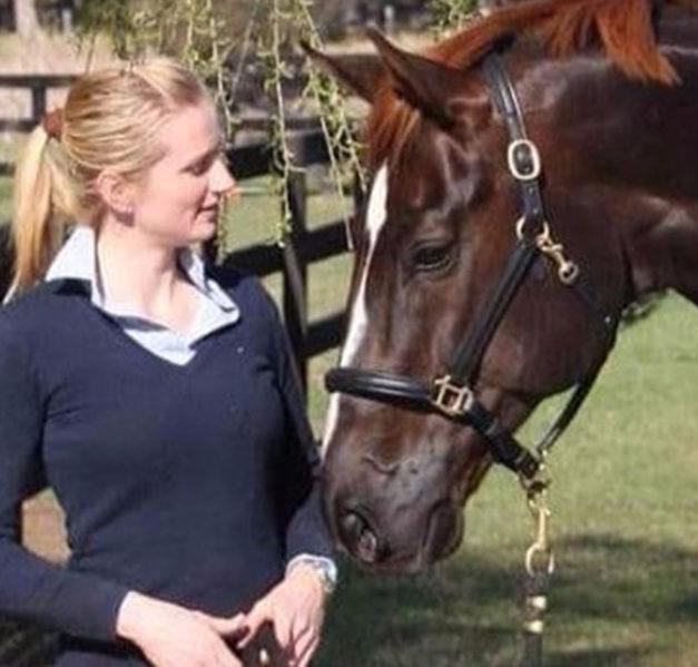 Dressurreiterin aus Garbeck rettet Pferde vor Flammentod – Jetzt braucht sie Hilfe – Spendenaufruf