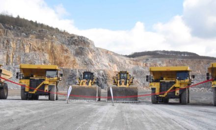 Neue Fahrzeug-Flotte: Rheinkalk investiert 6 Mio Euro in die Steinbruch-Zukunft