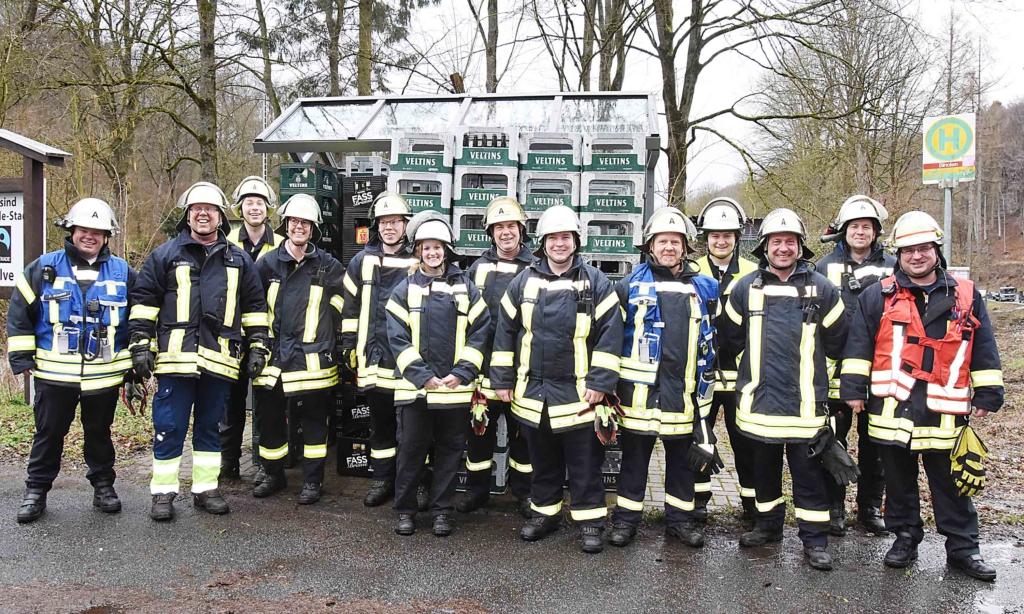 Impressionen: Wie 18 Feuerwehrkameraden urplötzlich zu Veltins-Mitarbeitern werden