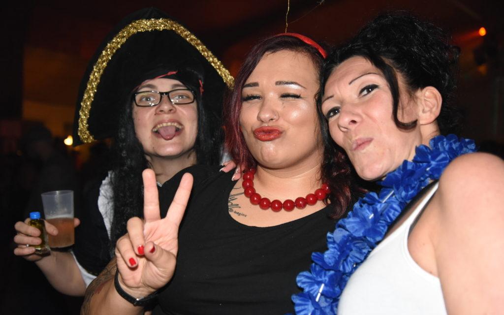 Impressionen von der tollen Weiberfastnachts-Party in Küntrop – Teil 1