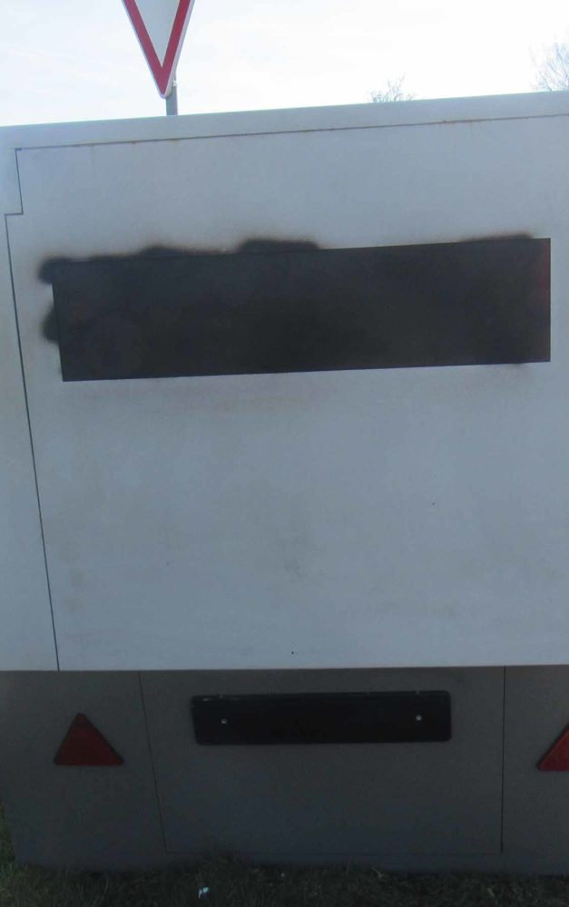 Blitzer mit schwarzer Graffiti-Farbe lahm gelegt