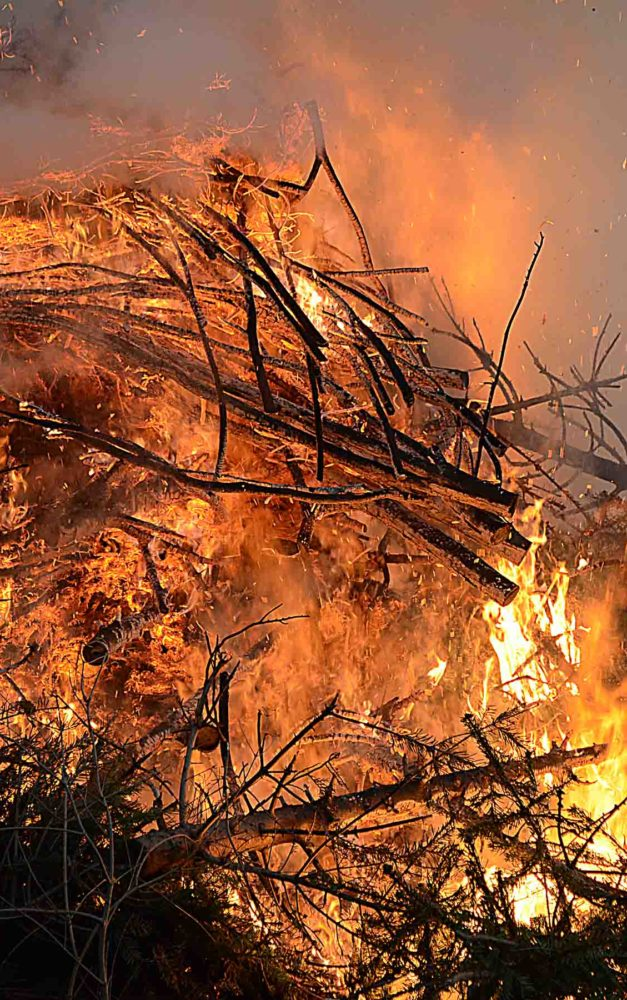 Fünf Osterfeuer unberechtigt angezündet