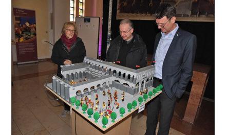 Bürgermeister und Pfarrer eröffnen Lego-Ostergarten in L.A.