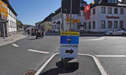KOMMENTAR: Autohaus Bichmann und Aral-Tankstelle führen Verkehrsteilnehmer bewusst in die Irre