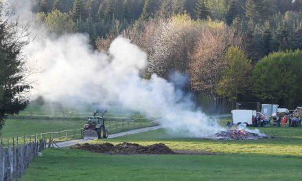 Osterfeuer am Karfreitag – und die Feuerwehr Garbeck rückt aus