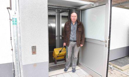 Neuer Rathaus-Aufzug: Stadt lässt sich Barrierefreiheit 160.000 Euro kosten