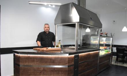 Ali Baba´s Grill mit riesigem Holzkohlegrill in der Erfolgsspur