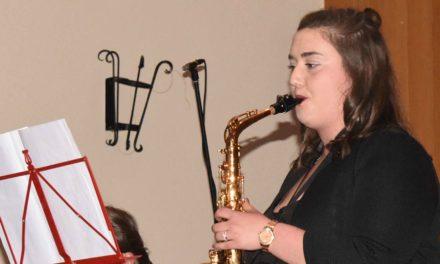 Frühlingskonzert: Chiara Heinzel setzt mit Saxophon-Solo das Glanzlicht