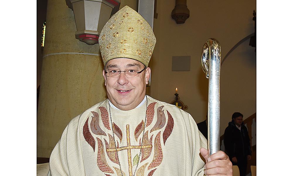St.-Blasius-Pfarrkirche Balve: Feierliche Firmung in bunten Bildern