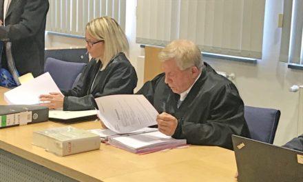 Grauenhafter Raser-Unfall auf B 229: Die Angeklagten schweigen sich zum Prozess-Auftakt aus
