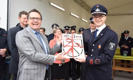 IMPRESSIONEN: Golddorf Mellen freut sich über modernstes Feuerwehrgerätehaus – Teil 1