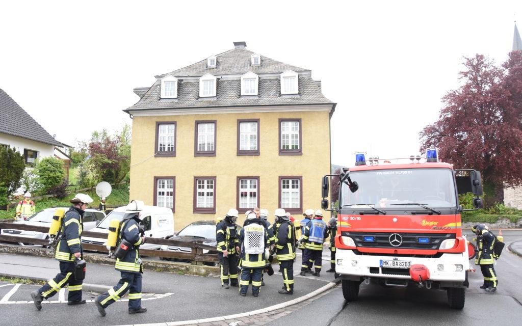 Feuer in Balve: FOTO-GALERIE vom Einsatz der Feuerwehr